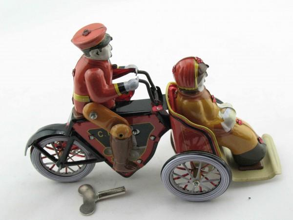 Blechspielzeug - Motorraddroschke, Mann und Frau