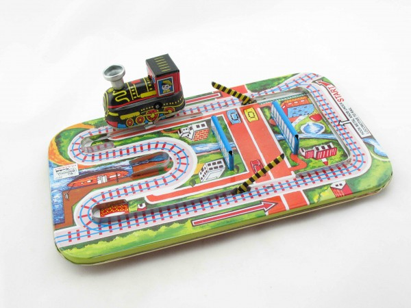 Blechspielzeug - Eisenbahn mit Schranke Magic Cross Road