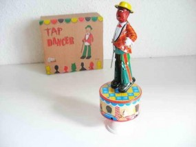 Blechspielzeug - Stepptänzer aus Blech mit buntem Frack